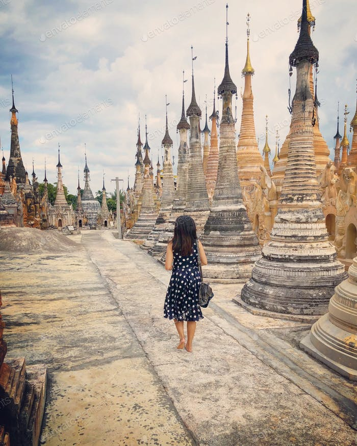 Walking in the floating temples of Inle Lake