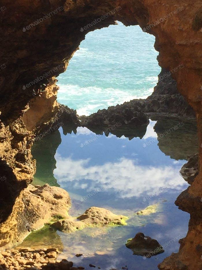 Grotte auf der Great Ocean Road, Australien Wasser ist Leben