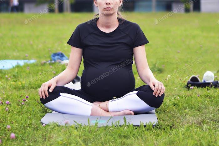 Schwangere Frau Yoga