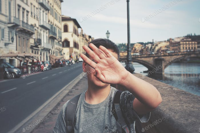No photo please, I m a star!
