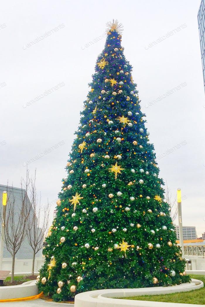 Shopping centre Christmas tree