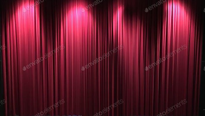 Vorhänge auf der Bühne Aufregung beginnen zu hapen