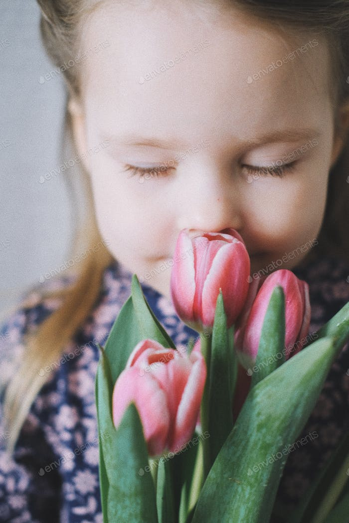 Spring flowers 💐 kids. Kids photo.