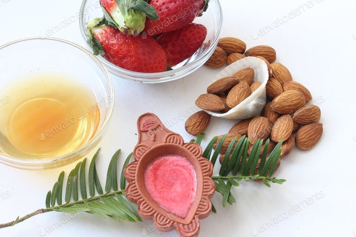Erdbeer Mandel-Peeling