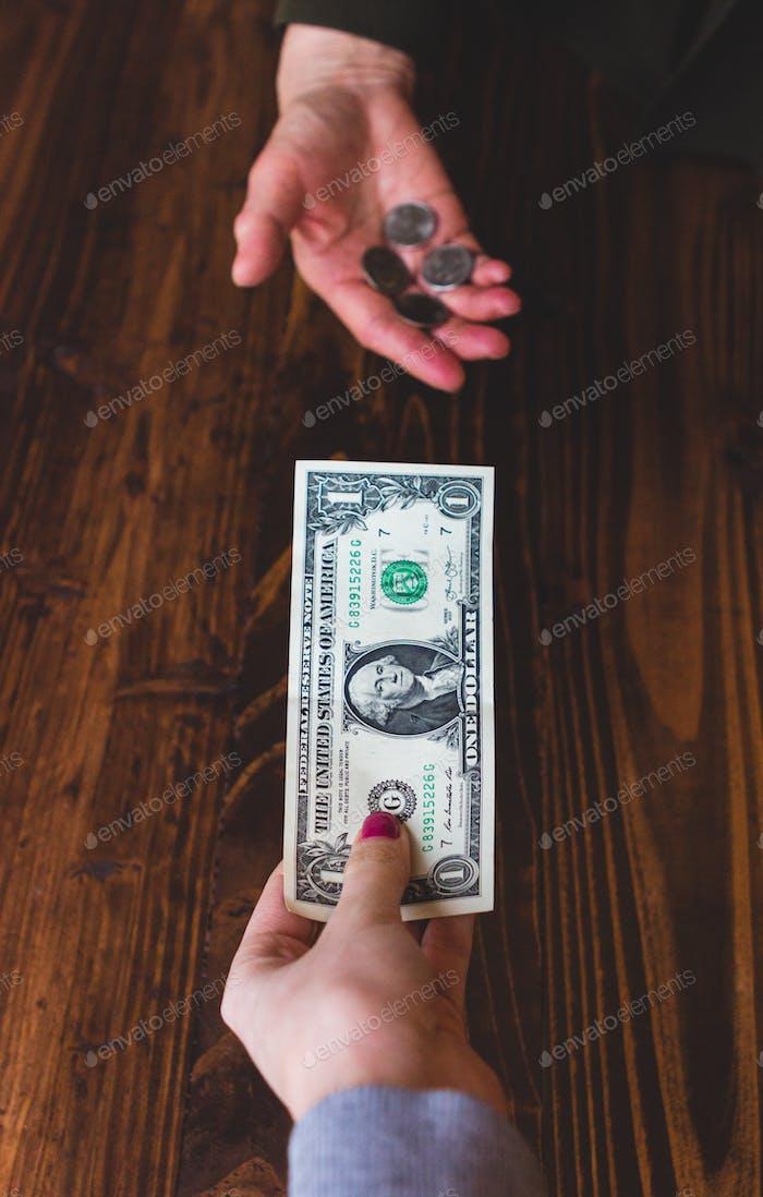 Traden Sie einen Dollar gegen Münzen
