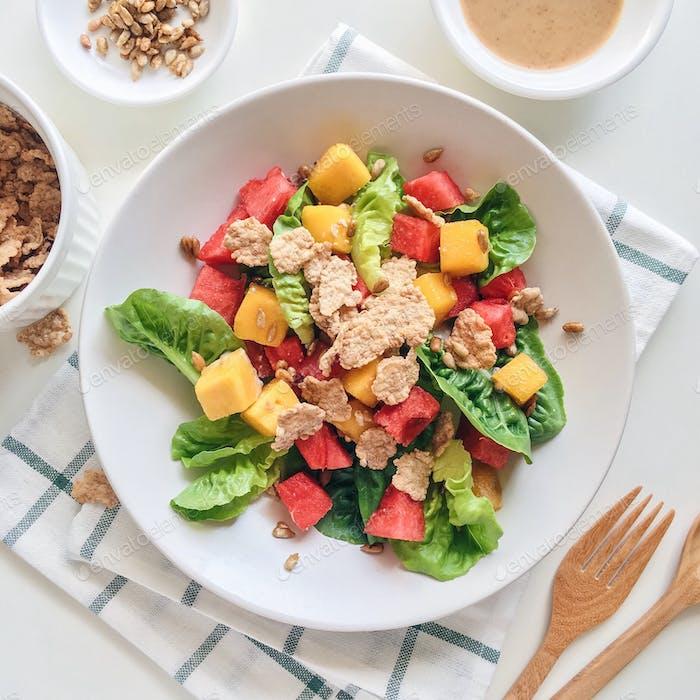 Gesunder bunter Salat.
