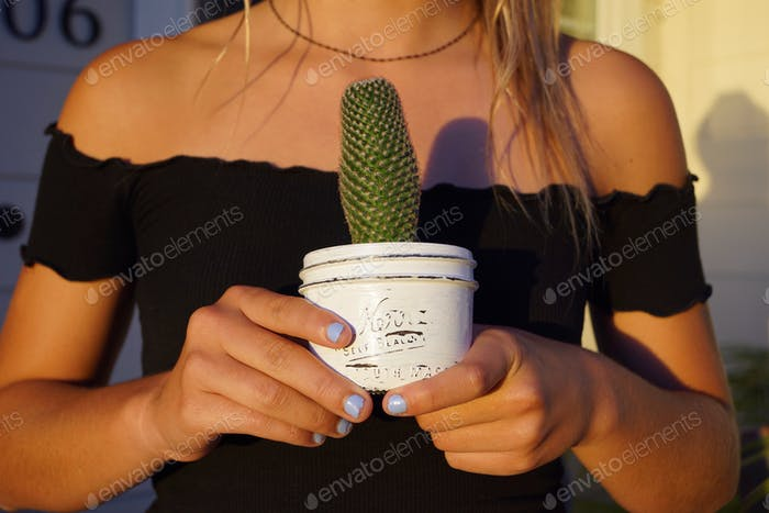 Millenial girl who found the perfect plant for her room.