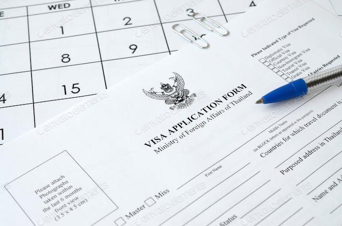 Tailandia Formulario de solicitud de visado y bolígrafo azul en papel página de calendario de cerca