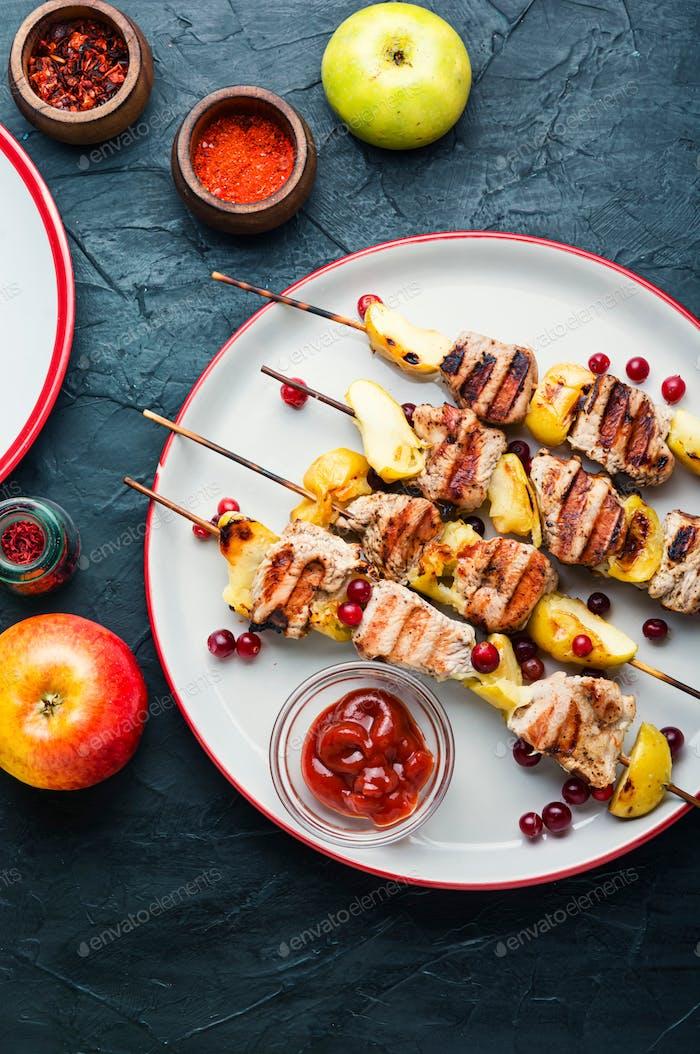 Turkey kebab with apple.