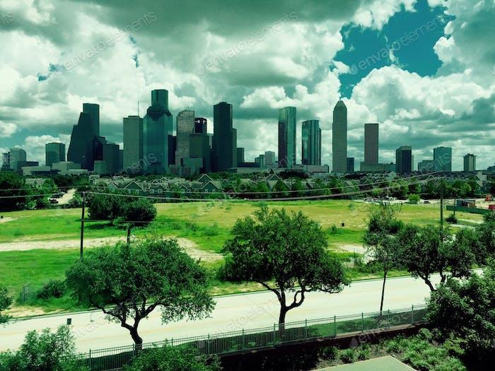 Centro de Houston Texas Skyline en la primavera - vista del centro desde el Banco de la Reserva Federal