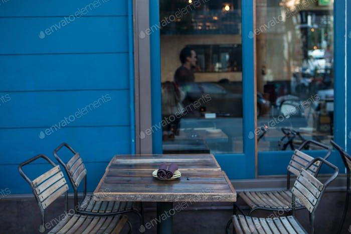 ресторан, ожидающий клиентов