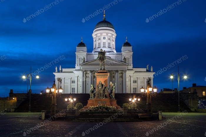 Catedral de Helsinki en la Plaza del Senado en Helsinki, Finlandia