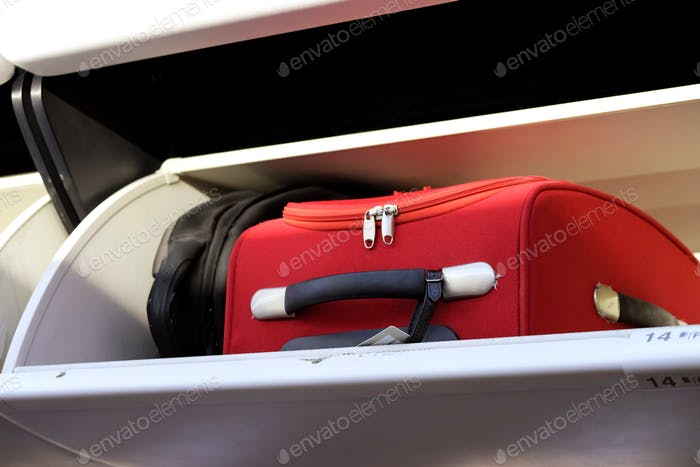 Cabin baggage in an overhead stowage compartment of an airplane