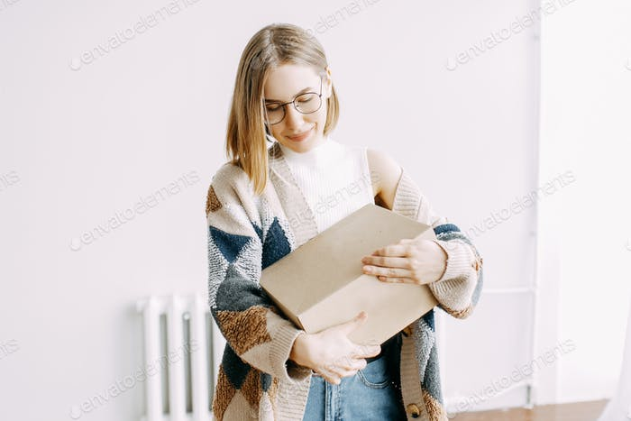 Girl, deliver, delivery, order, box, online shopping, courier, mail, isolation