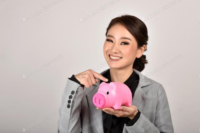 Asesor financiero experto en ahorro de dinero