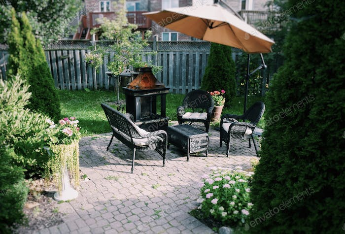 Outdoor living space, living in the suburbs