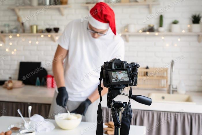 Chef blogger grabación de Vídeo para el blog. Chef cocinar postres hacer Vídeo para vlog