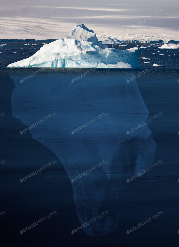 Representación de un iceberg: 90 por ciento bajo el agua