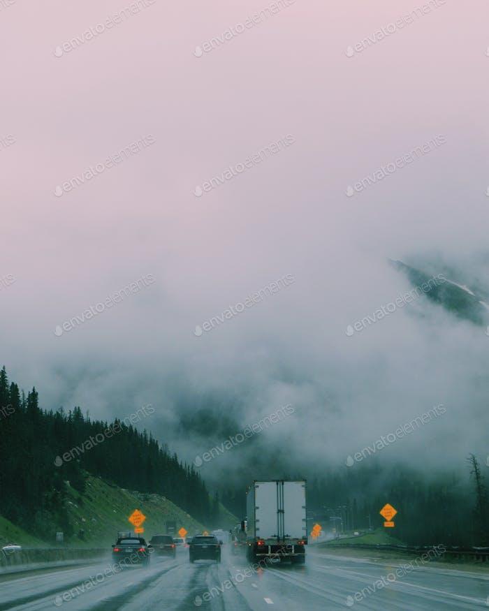 Jagen Nebel auf I 70 Colorado Vail Pass