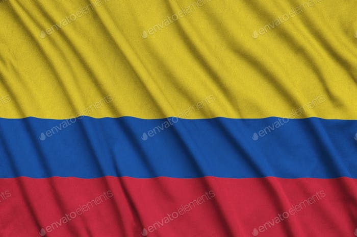 La bandera de Colombia está representada en un tejido de tela deportiva con muchos pliegues. Equipo deportivo ondeando Banner