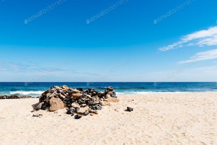 Vista panorámica del mar y el paisaje del desierto. Dunas de Corralejo, Islas Canarias, Fuerteventura.