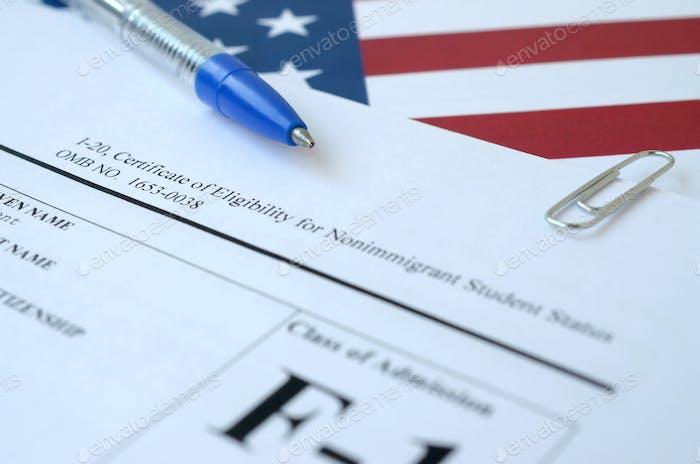 I-20 Die Bescheinigung über die Berechtigung für den Status eines Nichteinwanderungsstudenten liegt in den Vereinigten Staaten