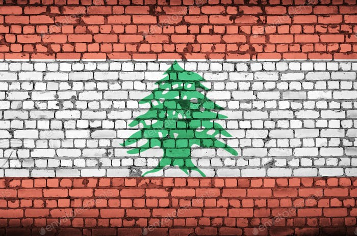 Libanon Flagge ist auf eine alte Ziegelmauer gemalt