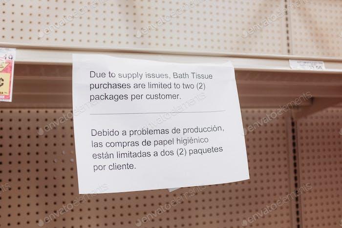 Leere Regale Lebensmittelgeschäft liefert Panik kaufen Strumpf Lager Haufen Horten Toilettenpapier Wasser