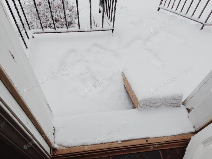 Paket im Schnee