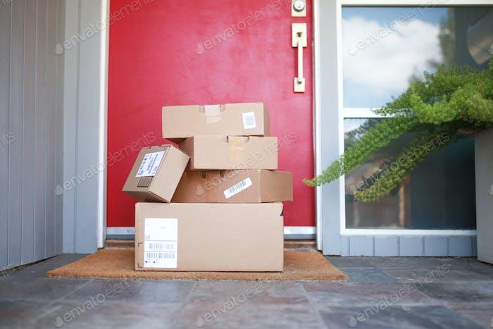 Geliefert Pakete auf Veranda