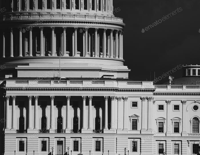 Edificio de Washington DC Capitol Hill saqueado el 6 de enero por la mafia