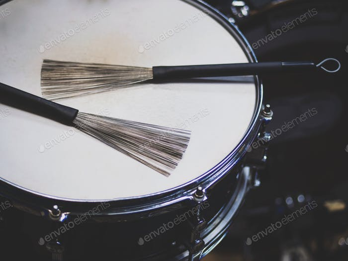 Drums with wire brushes