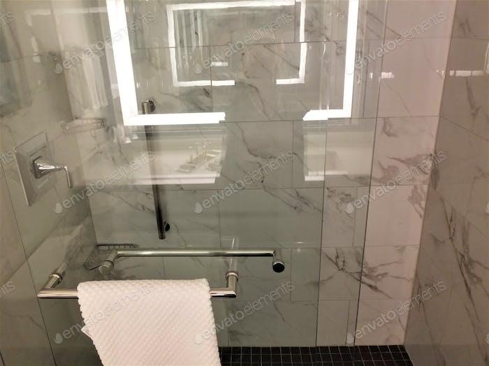 Nationale Dusche mit einem Freund Tag ist der 5. Februar