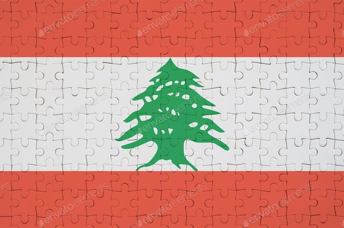 Die Libanon-Flagge ist auf einem gefalteten Puzzle dargestellt