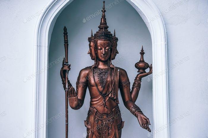 Drei konfrontierte buddhistische Bronzestatue