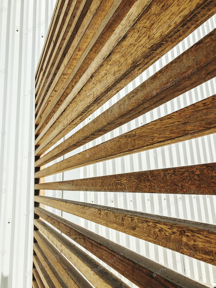 Wooden diagonal illusion stripes
