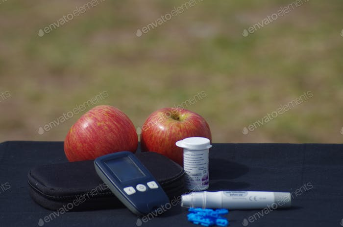 Glucometer pack for diabétic use and Healthy food