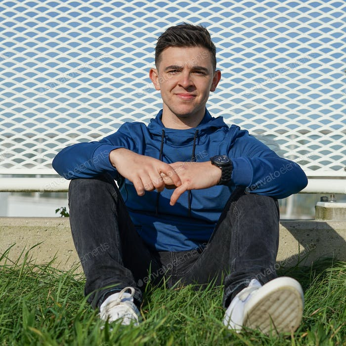University Student,Portrait,Men,Smiling,Happiness,Young Men,Student,Males,City,People,Young Adult,Ou