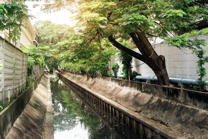 Bangkok Landschaft mit Wasserkanal