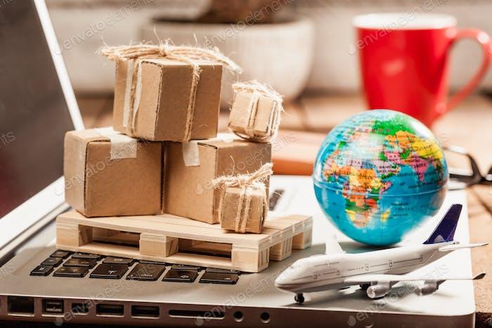 Imagen global del concepto de transporte de compras en línea y gestión logística