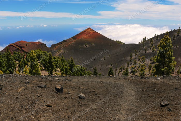 Die Ruta de los Volcanes geht entlang des südlichen Gipfels der Insel La Palma unter den Überresten der