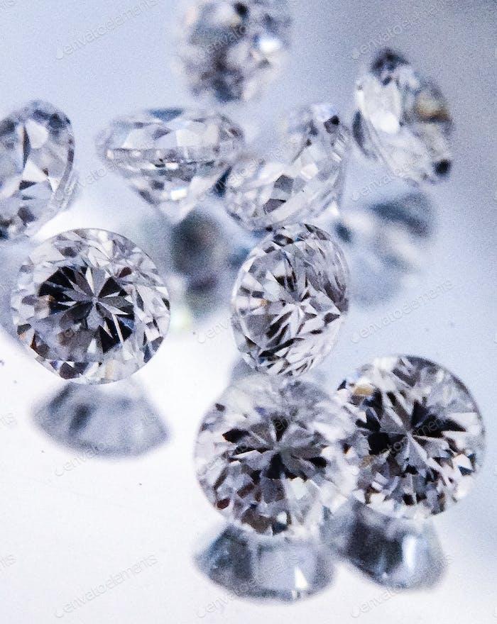 Diamanten auf einem Spiegel
