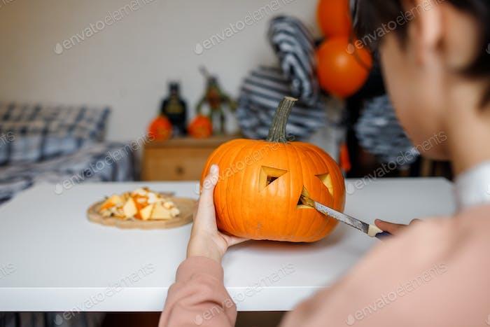 carving pumpkin jack lantern