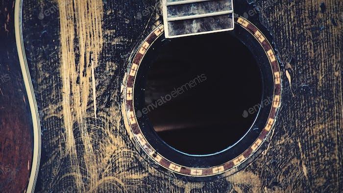 Una vista de una guitarra sin cuerdas, melodía del virus Corona