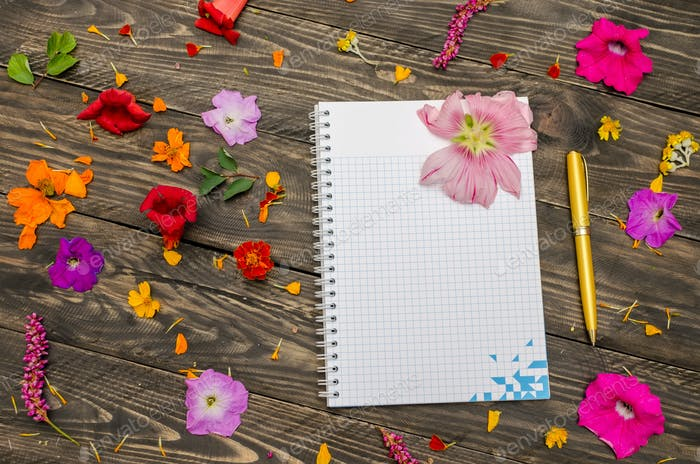 The table in the flowers and note pad