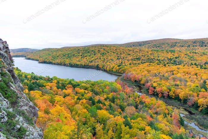 Beautiful fall colors in Michigan's Upper Peninsula  💲