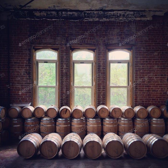 Bourbon Fässer in der Kings County Brennerei in Brooklyn.