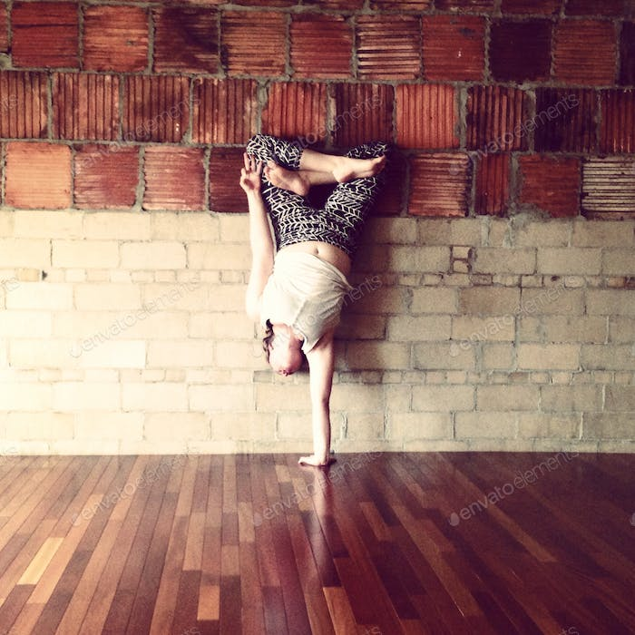 The body is a device to calculate the astronomy of the spirit. #rumi #yoga #handstand