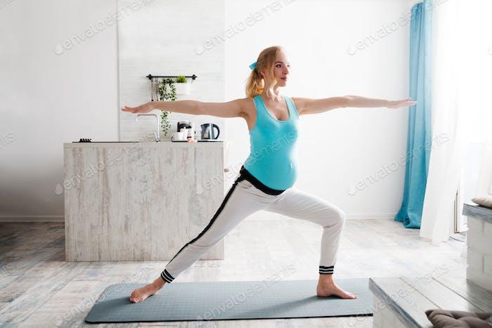 mother care, harmony, parenthood, mom, copy space, leisure, hobby, caucasian, fertility, meditation,