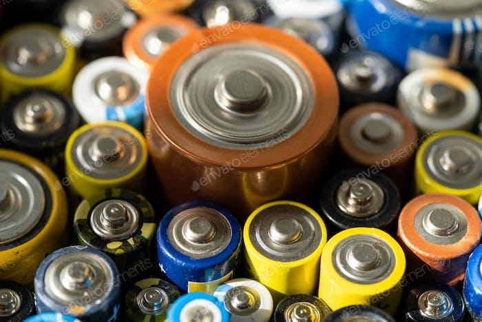 Gebrauchte Batterien verschiedene Größen, Nahaufnahme
